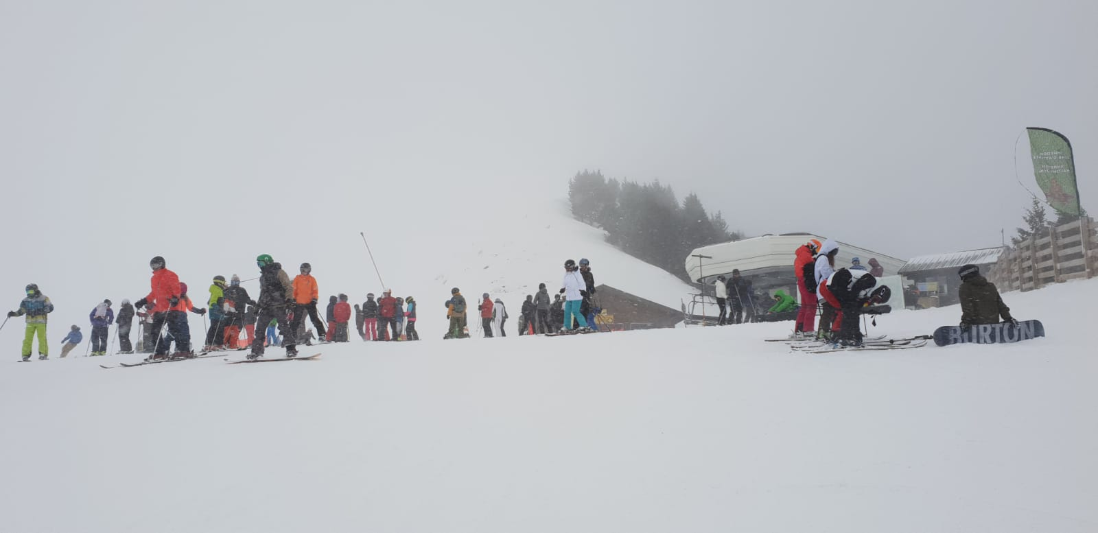 Skiers blocking the piste
